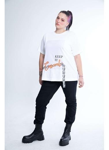 Luokk Gaıa Rahat Kesim Baskı-Nakış Detaylı Kadın T-Shirt Beyaz Beyaz